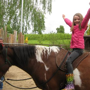 Impression Kind auf Pferd